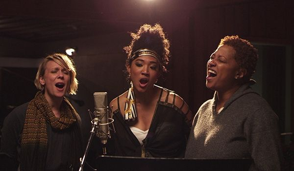 '20 Feet From Stardom' Gets Its Turn in Oscars' Spotlight. How legendary record man Gil Friesen's documentary about backup singers wowed the film world.  Jo Lawry, Judith Hill and Lisa Fischer in 'Twenty Feet From Stardom' Photo: RADiUS-TWC/Courtesy Everett Collection  Read more: http://www.rollingstone.com/movies/news/twenty-feet-from-stardom-gets-its-turn-in-oscars-spotlight-20140117#ixzz2qiafYQPN Follow us: @Michelle Rolling Stone on Twitter | RollingStone on Facebook