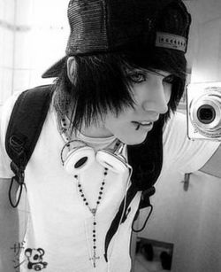 Why can't all emo guys be this adorable? Why cant i find any emo guys  where i live ;'(
