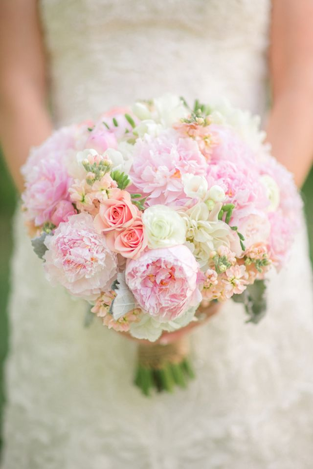 Pastel pink bridal bouquet | Luke and Cat Photography | see more on: http://burnettsboards.com/2014/07/sweet-southern-bridal-session-deer/