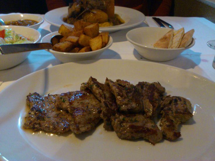 レバノン料理専門店のAli Babaは、予約要の人気レストランです。Mezzaの種類も豊富でワインリストも充実しています。メインで食べた子羊のグリルは、フォークで食べれるぐらいやわらかいお肉でした。