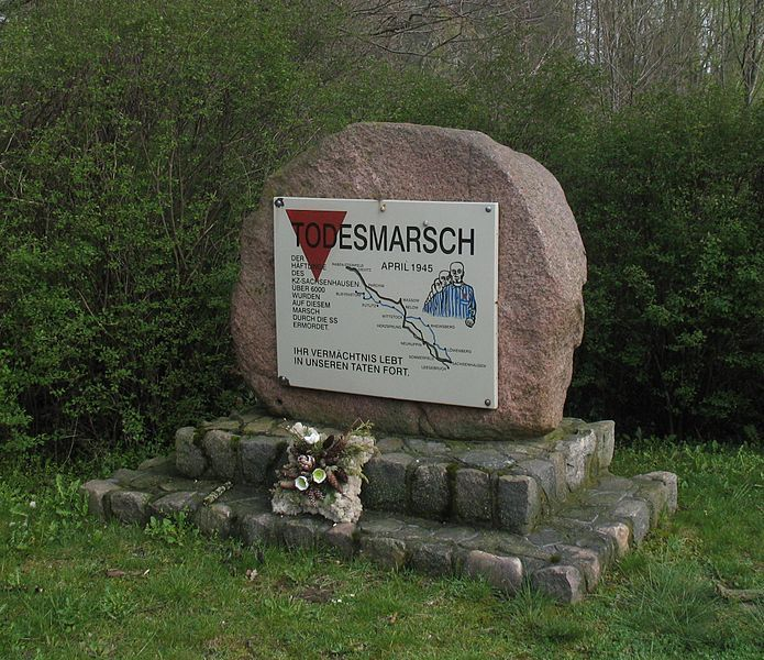 Gedenktafel für die Opfer des Todesmarschs (am Mühlentor) in Putlitz in Brandenburg, Deutschland
