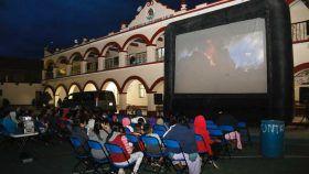 Gestiona Diputado Local, Samuel Gurrión Matías el Cine Móvil para comunidades de Oaxaca