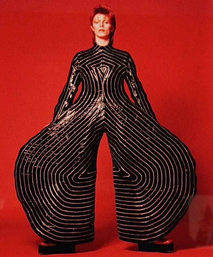 Exposition David Bowie Is, Les Jolis Mondes