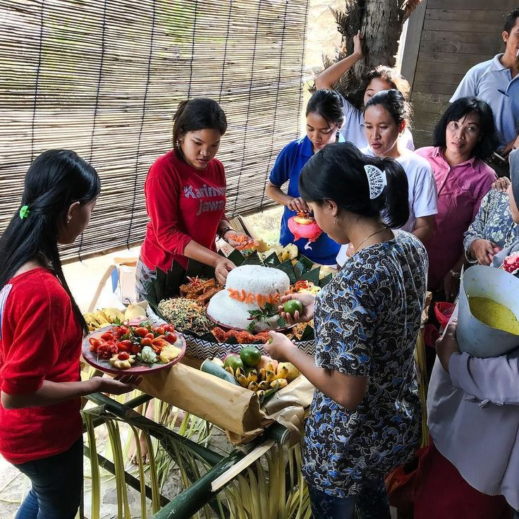 This picture is of the staff from Jiwaquest Breve Azurine Resort making their tumpeng for the 2017 Barikan Festival on Karimunjawa island! You can check out their awesome resort by going to the links below or their Instagram @karimunjawajiwaquest_indonesia  Resort Info Website: https://www.breveazurine.com Email: breveazurine@gmail.com Instagram: @karimunjawajiwaquest_indonesia Facebook: https://www.facebook.com/karimunjawabreveazurinelagoonresort #karimunjawa #karimun #holiday #vacation…