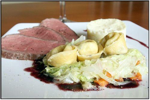 Filet de bœuf cuisson basse température, purée au raifort, tortellini-maison aux champignons sauvages et sauce au vin | Chez Becky et Liz, blog de cuisine anglaise