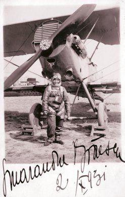 La 2 octombrie 1931, Smaranda Brăescu stabileşte un nou record mondial de înălţime la saltul cu paraşuta: 6.000 de metri. A sărit deasupra Bărăganului din avionul pilotat de Alexandru Papană. Foto: Arhivele Statului, Fondul Lipovan