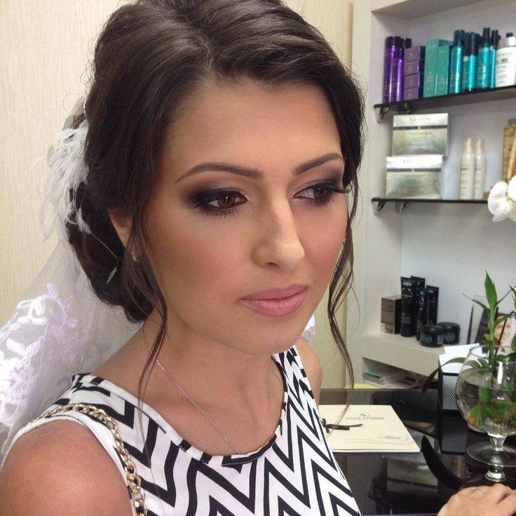 O femeie puternică este definită de alegerile pe care le face. Pentru că machiajul și o coafură nouă nu au doar rolul de a face femeile mai frumoase, ci şi de a le da încredere în sine.  Make-up Nadejda Kazanceva-Basiul  Servicii coafura si make-up Style Studio: tel. de contact: 022 260 883 sau 079 600 049 www.stylestudio.md