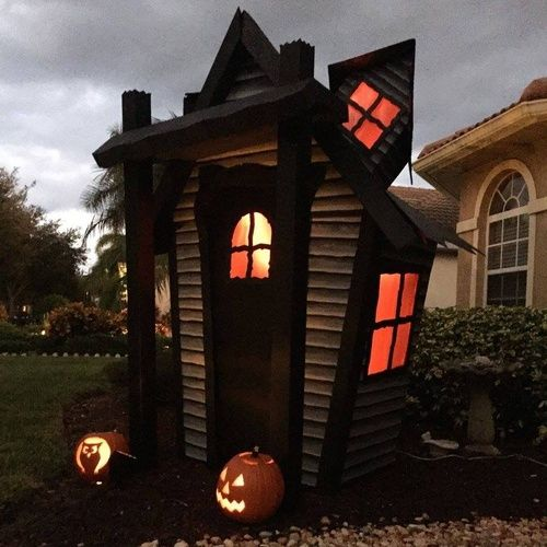 the chic technique this haunted house prop is entirely made of cardboard and it folds up like a box amazing build by halloween forum member - Halloween Prop