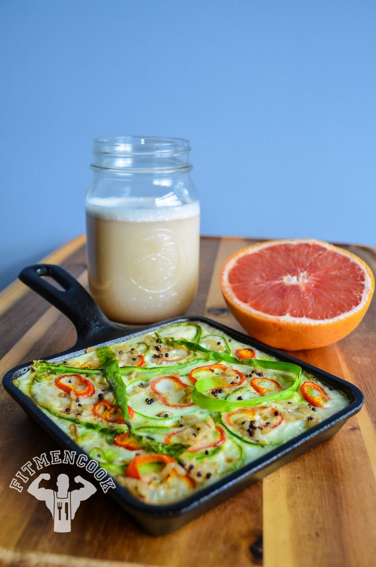 Starting off the day with an egg white, asparagus and brown rice  quinoa frittata, with half pink grapefruit and ISO protein shake. This is a simple breakfast you can make while you get ready for the day. Boom. (traduccion abajo)   Ingredients:  6 egg whites 2 asparagus spears 1/2 cup brown rice  quinoa mix 1 sweet mini red bell pepper garlic, pepper and pinch of sea salt half pink grapefruit 1 scoop ISO whey protein  Instructions: Set oven to 405F. Lightly spray a skillet with coconut