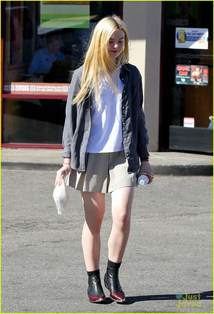 elle fanning sugar rush 03, Elle Fanning picks up a yummy, sugary treat on Tuesday afternoon (November 13) in North Hollywood, Calif.    The 14-year-old actress stopped by K's Donut Emporium…