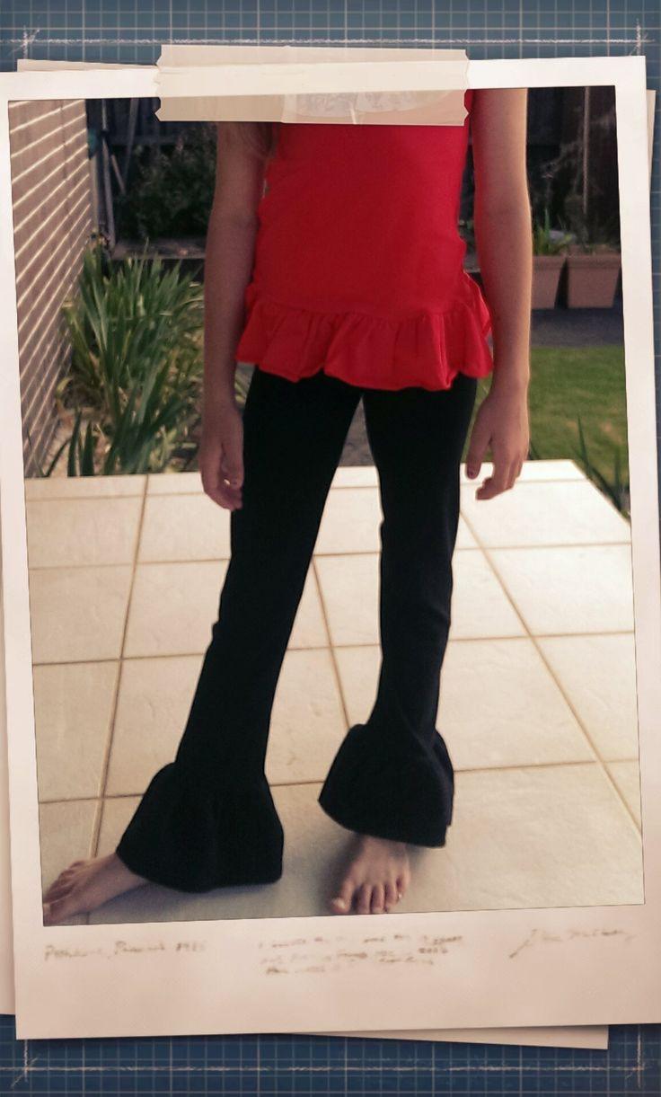 Black single ruffle pants.