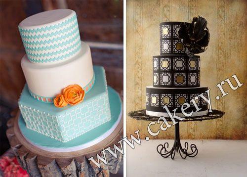 Голубой геометрический торт с цветком