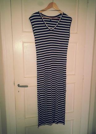 À vendre sur #vintedfrance ! http://www.vinted.fr/mode-femmes/robes-longues/24912022-robe-tube-longue-rayee-bleu-marine-et-blanche
