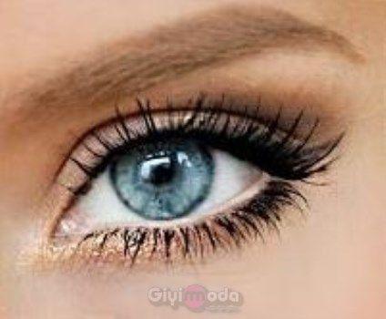#makeup acording to eye color http://www.giyimvemoda.com/goz-rengine-gore-makyaj-yapimi.html