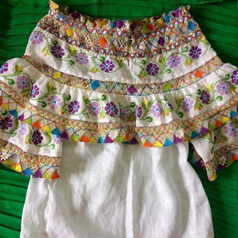 Díganme si no es una ternura camisa montuna para niña de 1 año para pedidos por mensaje directo o te puedes comunicar con nosotros al 67349631 Denys Villarreal