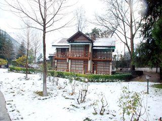 Cottage exteriors during winter...#AppleValleyResortKullu