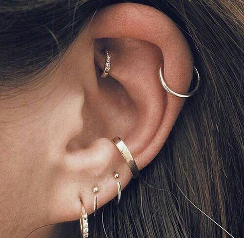 Zubehör. Ohr-Piercings Ideen für Ohrlöcher. Doppelpiercings und einzigartige