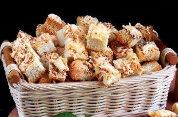Сухарики в духовке - рецепты с фото. Как сделать домашние сухарики из черного и белого хлеба с чесноком