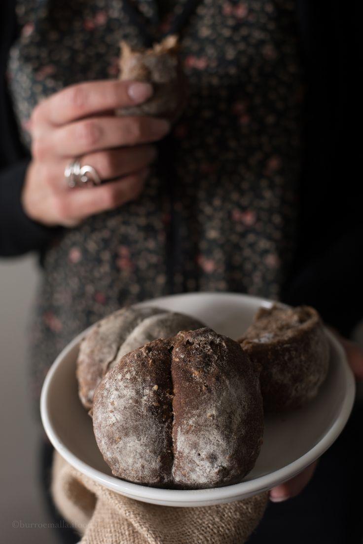 Profumatissimo pane nero piemontese con noci e fichi secchi a lunga lievitazione della zona della Val D'Ossola, perfetto da sposare con salumi e formaggi