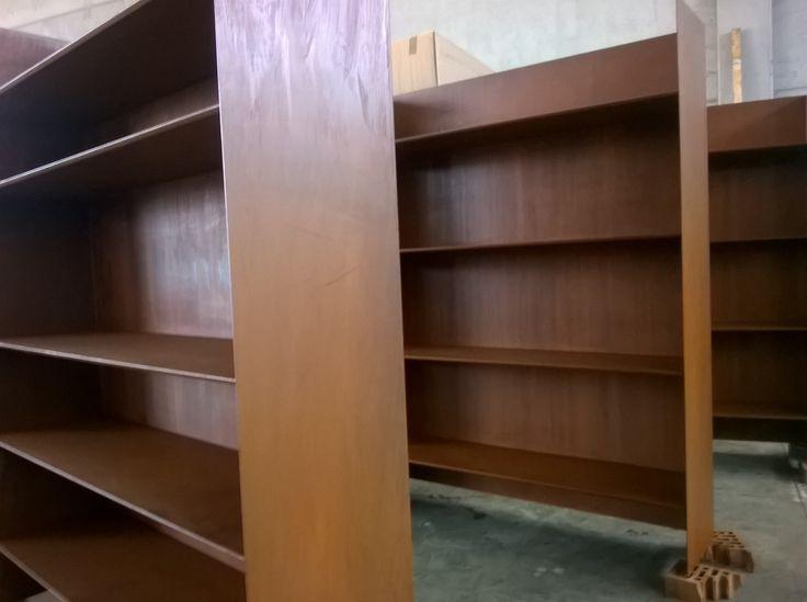 Librerie in acciaio corten con trattamento corten 44 interior della www.copperture.it Libraries in Corten steel with treatment corten 44 interior of www.copperture.it #corten #libraries