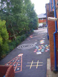 en esta actividad cogeremos tizas de colores y los nios pintarn en el suelo del patio playground paintingplayground gamespreschool