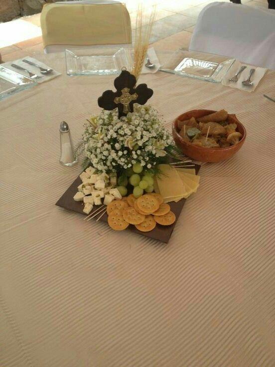 Centro de mesa con cruz primera comunión