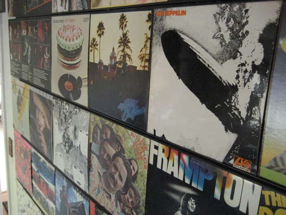 Hang up your old vinyl records without damaging them!