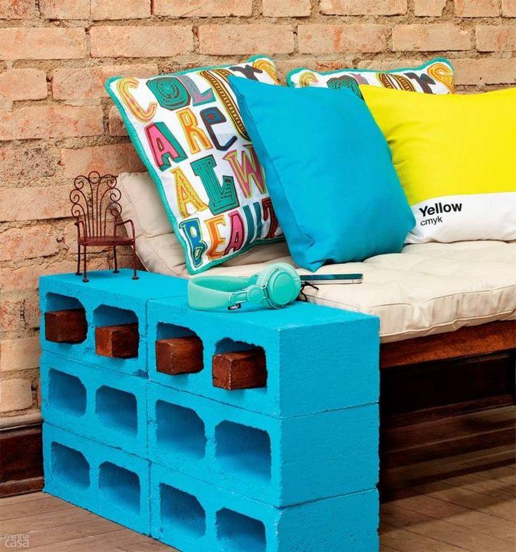Le parpaing peut être revisité pour devenir un élément de votre décoration extérieure, et se transformer ainsi en banc, table, pot à fleurs, et autres.