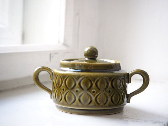 Pretty sugar bowl, lovely olive-green color, made in Germanny.  Signed as Annaburg Sintolan factory. Dimensions:  height: 7,5 cm ( 3 1/16inch)  diameter: 9cm ( 3 1/2 inch)  The bowl is in very good condition.