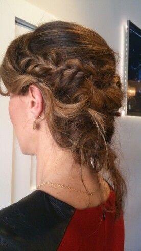 Chignon coiffé-décoiffé - Messy up-do