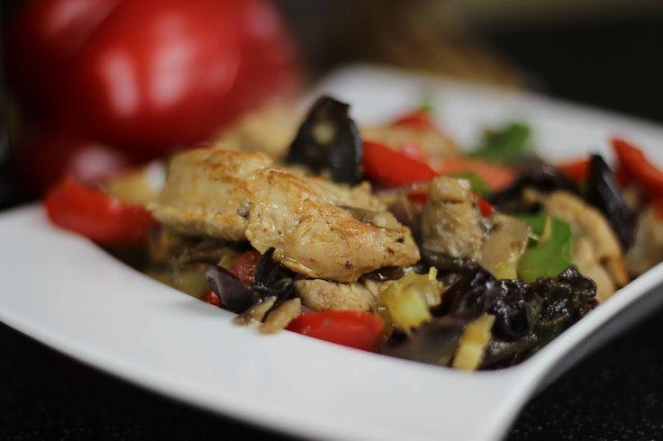 Jak przygotować polędwiczki wieprzowe z grzybami? Przepis Video kuchni chińskiej. Danie zasmakuje każdemu, sprawdźcie sami, nie zapomnijcie skomentować:)