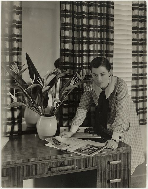 Mrs Mollie Grey, interior decorator, Greenknowe Avenue, Potts Point, Sydney, ca. 1935/ photographer Harold Cazneaux by State Library of New South Wales collection, via Flickr