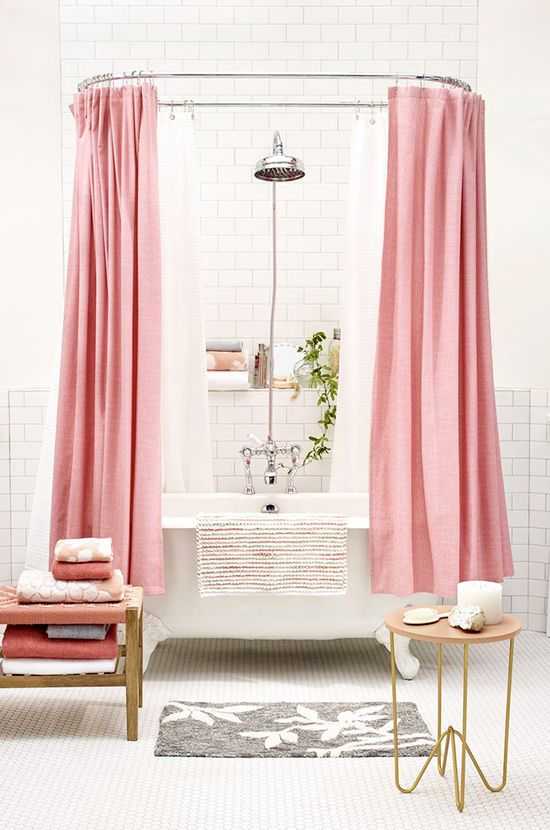 Curtain around a free-standing bath to truly shut out the world