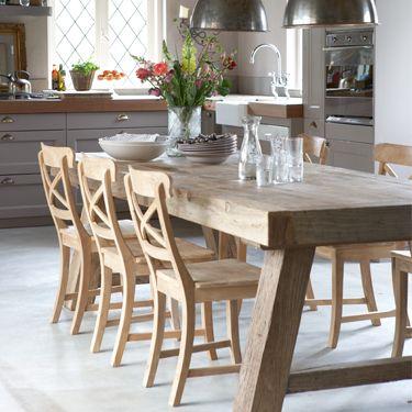 De combinatie van verschillende soorten hout staat prachtig in deze ruimte keuken! #living #interieur #kitchen #hout