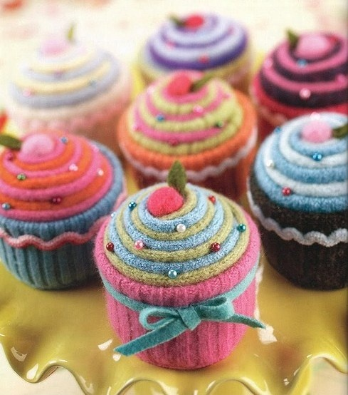 Layered roll cupcake pincushion. Idea - use old woolen sweaters and socks for this.