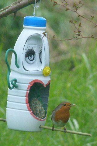 """Résultat de recherche d'images pour """"mangeoir oiseau bouteille"""""""