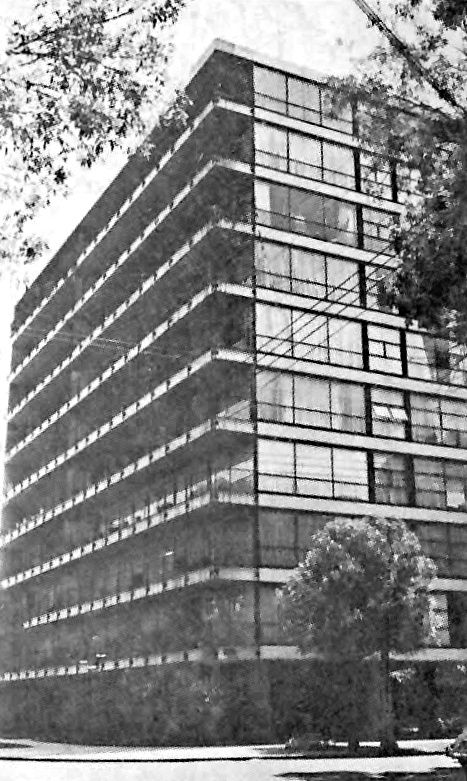 Edificio de departamentos, en la esquina de Ibsen y Dickens, Polanco, México DF 1954  Arq. Ramón Marcos -  Apartment building in Polanco, Mexico City 1954