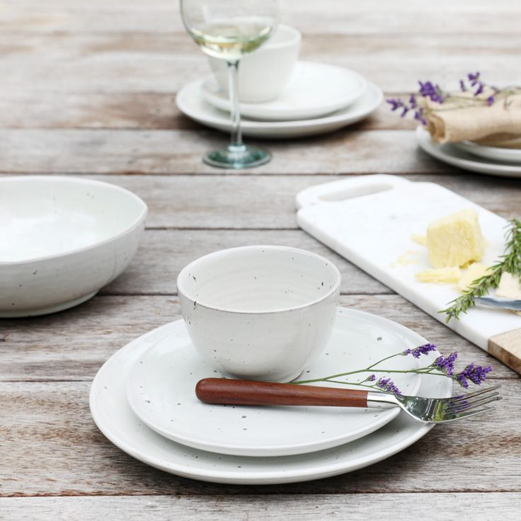 Introducing our Nepalese range of neutral kitchenware.  A simple, timeless style that supports earthquake survivors.
