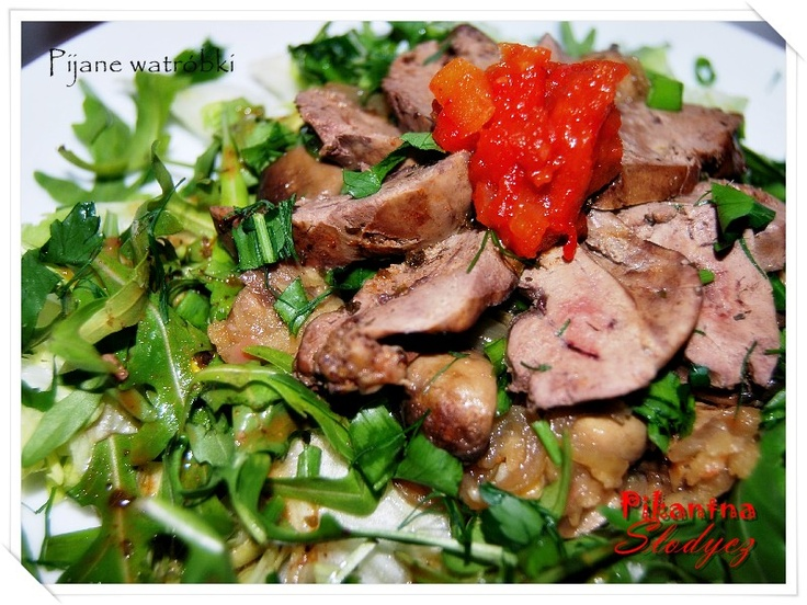 Pijane wątróbki. Wątróbka w niecodziennej odsłonie, połączenie zimnej sałaty z ciepłym mięsem. Łatwe w przygotowaniu i szybkie, na obiad lub kolację.