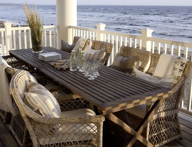 CHIC COASTAL LIVING: Swedish, Chic and Breezy Coastal Design
