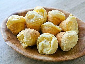 Helemaal vanuit Brazilië de Braziliaanse kaasbroodjes zodat ook wij in Nederlander ervan mogen smullen.