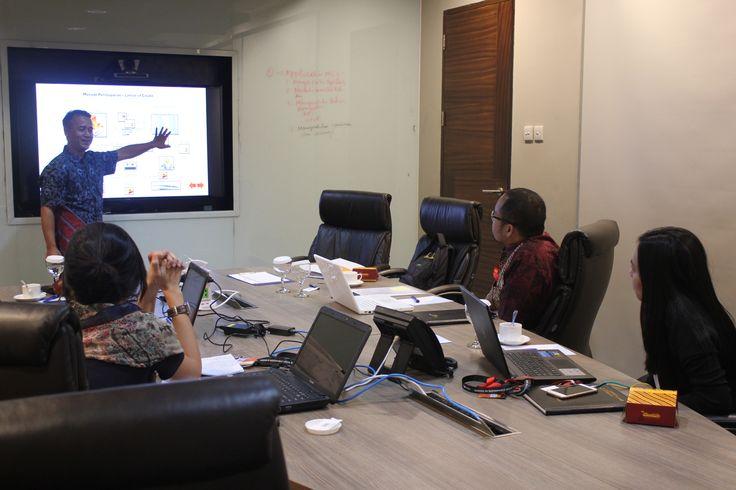 """Hari Ke II Workshop Bapak Marsanto, M.M., sedang menjelaskan mengenai """"Metodo Pembayaran Letter of Credit"""""""