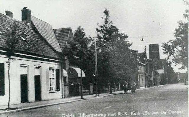Tilburgseweg. Gezicht op de toren zonder spits. Er af geschoten 1944