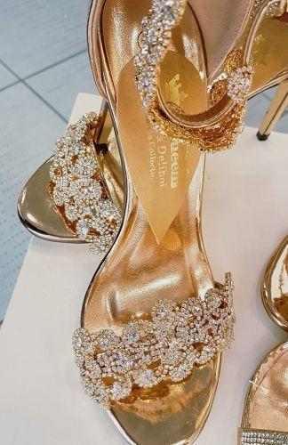 Γυναικείο πέδιλο με κρύσταλλα άριστης ποιότητας για να έχετε μοναδικές εμφανίσεις.  http://handmadecollectionqueens.com/γυναικειο-πεδιλο-με-κρυσταλλα-αριστης-ποιοτητας  #fashion #sandal #heel #women #storiesforqueens #footwear #woman #υποδηματα #σανδαλι #μοδα #γυναικα #τακουνι