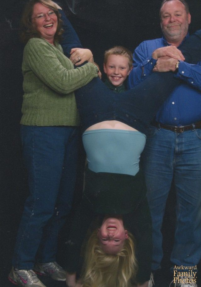 15 Family Portraits Gone Fantastically, Horrifically Wrong: Split Decision