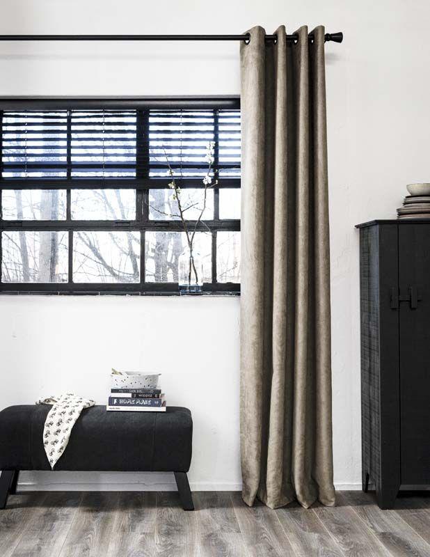 KARWEI | Lange gordijnen geven direct veel sfeer aan de woon- of slaapkamer. #vtwonen