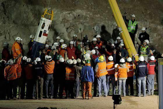"""Mineros de Chile se enfrentan por derechos del filme """"Los 33"""""""