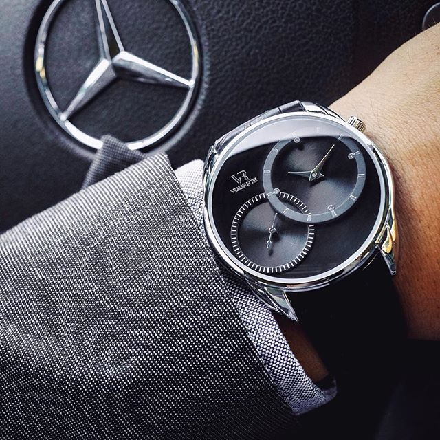 If you're going to get stuck in traffic, at least look good doing it! #VODRICH (:@goldenhourtime)