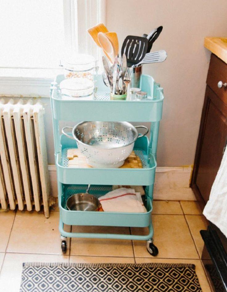 Um carrinho de apoio é uma peça versátil - pode abrigar panelas, frutas, acessórios e diversos objetos