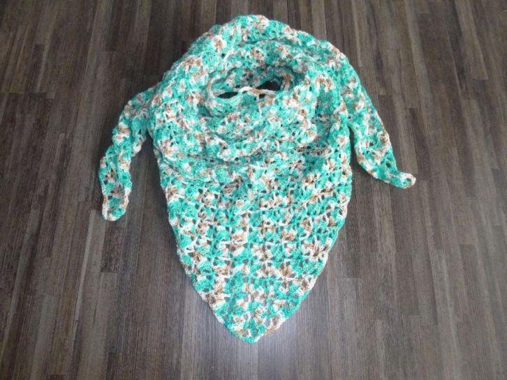 Home made sjaal/omslagdoek: http://link.marktplaats.nl/m953474486